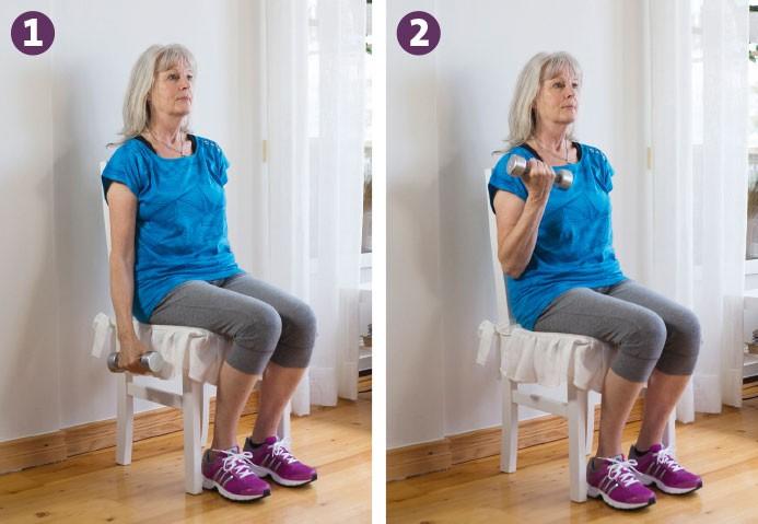 bicepscurl för seniorer i 2 steg