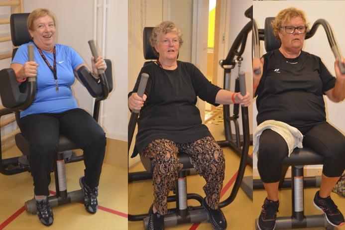 Damer tränar på gym.